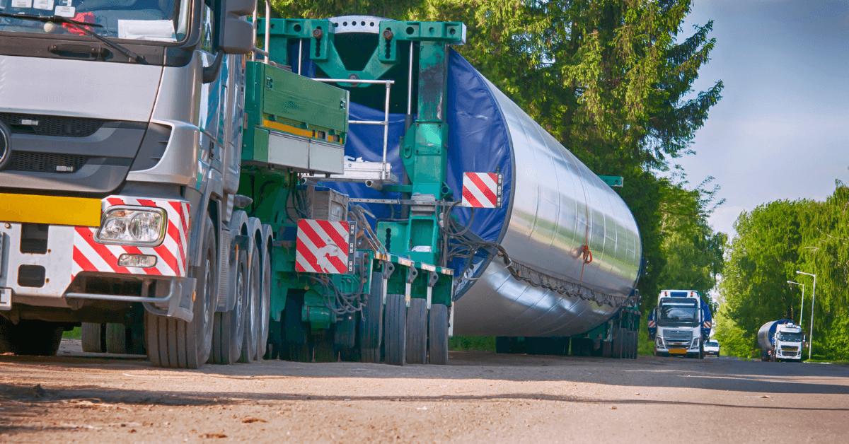 Камион с извънгабаритен товар