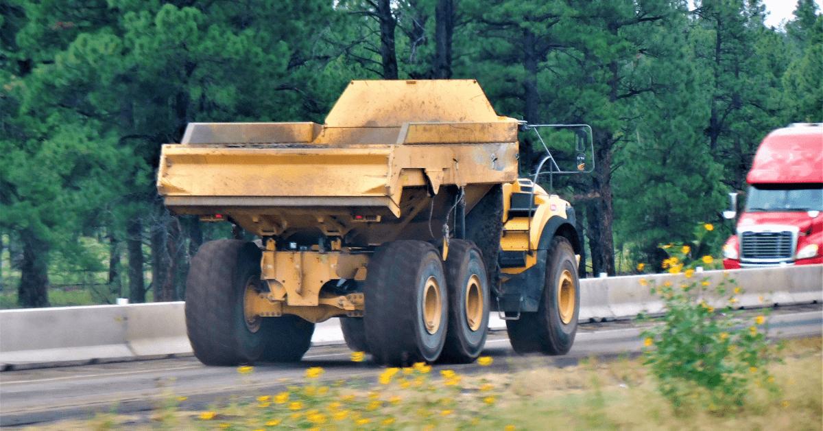 Камион за суровини на път