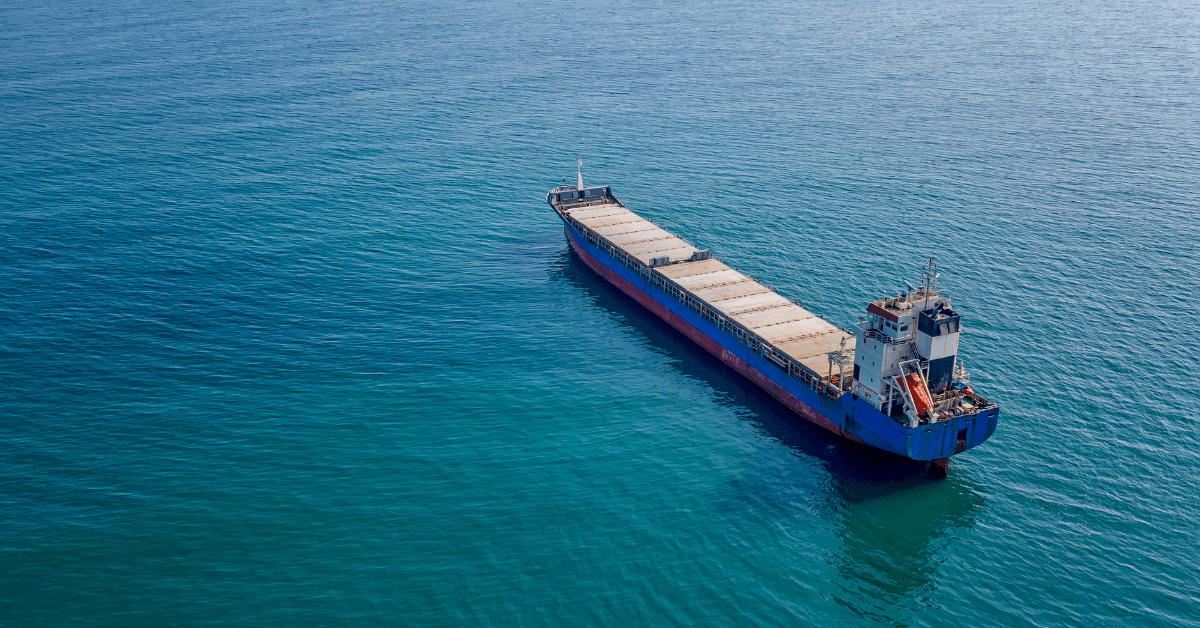 Товарен кораб в открито море